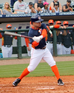 jose_altuve_spring_2015_swinging_bat