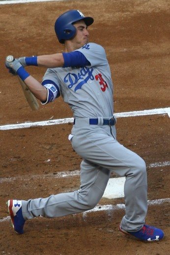 20170718_dodgers-whitesox_cody_bellinger_swinging
